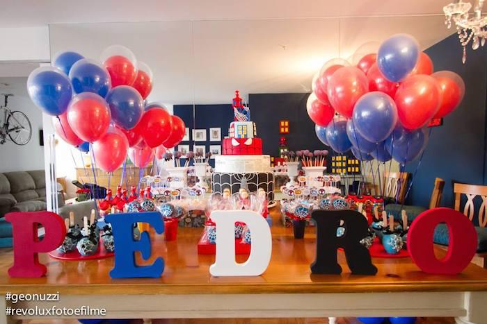 festa decorada com balões